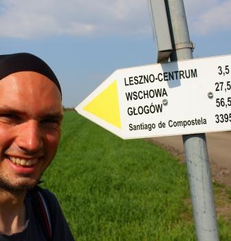 """Poznański Klub Podróżnika – spotkanie zŁukaszem Superganem """"Droga. 4000km pieszo doSantiago de Compostela"""